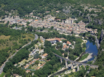 Vogue plus beau village de France et son château