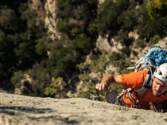 Les falaises calcaires du Sud-Ardèche sont très prisées des grimpeurs